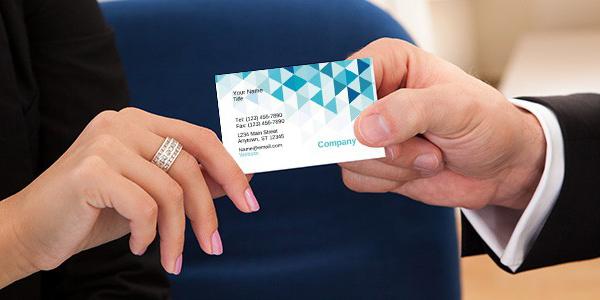 ارائه کارت ویزیت به دیگران