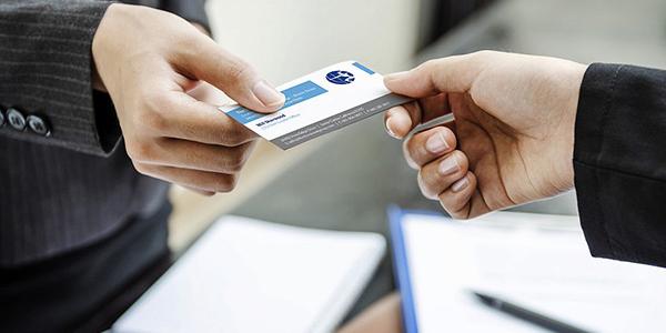زمان و نحوه صحیح ارائه کارت ویزیت